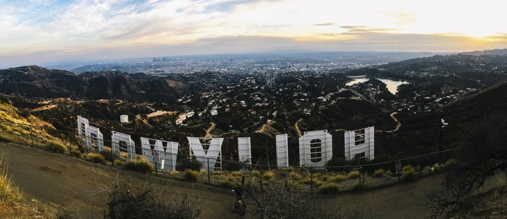 If you still haven't decided where to live , here are some things to consider if you want to choose Hollywood