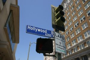 A traffic light with Hollywood Boulevard sign on it.