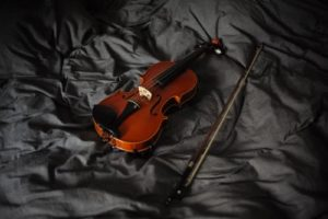 violin and the bow on the bed