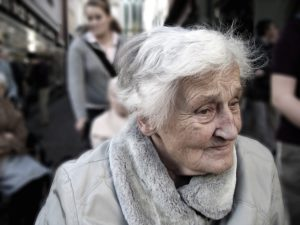 elderly person deal with moving anxiety